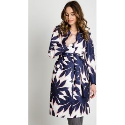 Kolorowy płaszcz wiązany w talii  BIALCON. Szare płaszcze damskie BIALCON, na lato, w jednolite wzory, eleganckie. W wyprzedaży za 229.00 zł.