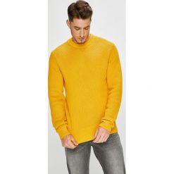 Calvin Klein - Sweter. Pomarańczowe swetry przez głowę męskie Calvin Klein, z bawełny, z okrągłym kołnierzem. W wyprzedaży za 429.90 zł.
