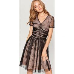 Sukienka z marszczeniem w talii - Czarny. Czarne sukienki damskie Mohito. W wyprzedaży za 79.99 zł.