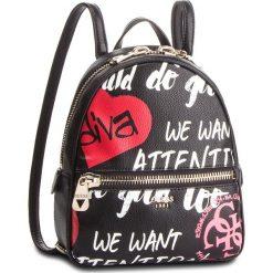 Plecak GUESS - HWGF71 84320 BLACK MULTI. Czarne plecaki damskie Guess, z aplikacjami, ze skóry ekologicznej, klasyczne. Za 559.00 zł.
