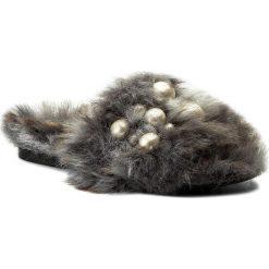 Klapki HEGO'S MILANO - 1039 Fur Bianco/Perle. Szare klapki damskie Hego's Milano, z materiału. W wyprzedaży za 419.00 zł.
