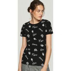 T-shirt z kwiatowym motywem - Czarny. Czarne t-shirty damskie Sinsay. Za 24.99 zł.