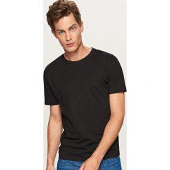 Gładki T-shirt Basic - Czarny. Czarne t-shirty męskie Reserved. Za 19.99 zł.