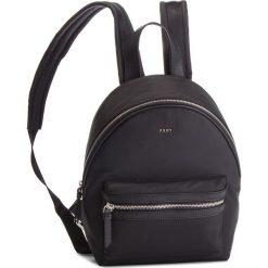 Plecak DKNY - Kaden R81KE592  Bsv-Black/Silver 46. Czarne plecaki damskie DKNY, z materiału. Za 639.00 zł.