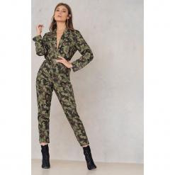 NA-KD Wzorzyste spodnie z prostymi nogawkami - Green,Multicolor. Zielone spodnie materiałowe damskie NA-KD, z poliesteru. W wyprzedaży za 64.78 zł.