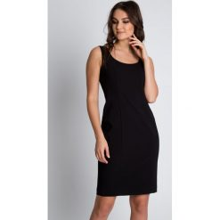 Dopasowana czarna sukienka z głębszym dekoltem BIALCON. Czarne sukienki damskie BIALCON. W wyprzedaży za 181.00 zł.