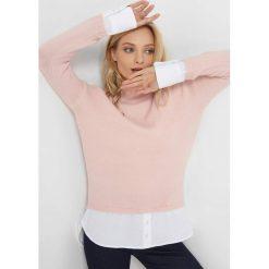 Sweter z koszulowymi wstawkami. Brązowe swetry damskie Orsay, z bawełny, z golfem. Za 119.99 zł.