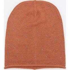 Czapka z subtelnym zdobieniem - Pomarańczo. Pomarańczowe czapki i kapelusze damskie Reserved. Za 39.99 zł.