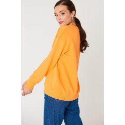 NA-KD Basic Bluza basic z dekoltem V - Orange. Pomarańczowe bluzy damskie NA-KD Basic, z bawełny. Za 80.95 zł.