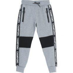 Jasnoszare Spodnie Dresowe State Champion. Szare spodnie sportowe dla chłopców Born2be, z dresówki. Za 59.99 zł.