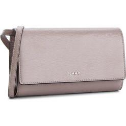 Torebka DKNY - Bryant Wallet On A String R8353622 Warm Grey WG5. Szare listonoszki damskie DKNY, ze skóry. Za 639.00 zł.