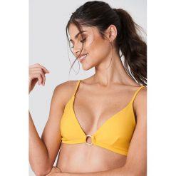 J&K Swim X NA-KD Góra bikini z detalem - Yellow. Żółte bikini damskie J&K Swim X NA-KD, z haftami. Za 60.95 zł.
