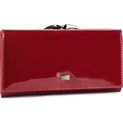 Duży Portfel Damski NOBO - NPUR-LG0210-C005 Czerwony. Czerwone portfele damskie Nobo, z lakierowanej skóry. W wyprzedaży za 179.00 zł.