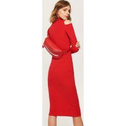 Dzianinowa sukienka z golfem - Czerwony. Czerwone sukienki damskie House, z dzianiny, z golfem. Za 69.99 zł.