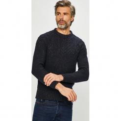 Premium by Jack&Jones - Sweter. Szare swetry przez głowę męskie Premium by Jack&Jones, z dzianiny, z okrągłym kołnierzem. Za 299.90 zł.