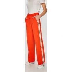 Tally Weijl - Spodnie. Czerwone spodnie materiałowe damskie TALLY WEIJL, z elastanu. W wyprzedaży za 99.90 zł.
