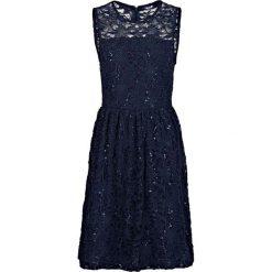 """Sukienka koronkowa """"Angela"""" bonprix niebieski. Niebieskie sukienki damskie bonprix, z koronki, bez rękawów. Za 189.99 zł."""