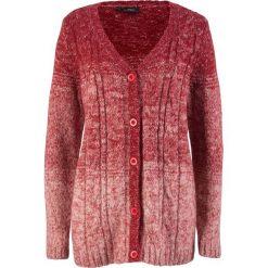 Sweter rozpinany, cieniowany kolor bonprix czerwony chili - perłowy jasnoróżowy. Kardigany damskie marki bonprix. Za 79.99 zł.
