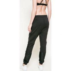 Reebok - Spodnie. Szare spodnie sportowe damskie Reebok, z bawełny. W wyprzedaży za 149.90 zł.