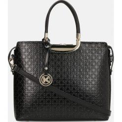 Czarna torebka do ręki. Czarne torebki do ręki damskie Kazar, w paski, ze skóry. Za 799.00 zł.