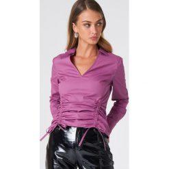 NA-KD Asymetryczna koszula ze sznurkiem - Purple. Fioletowe koszule damskie NA-KD, z asymetrycznym kołnierzem. Za 40.95 zł.