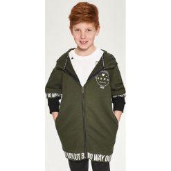 Długa bluza z kapturem - Khaki. Bluzy dla chłopców Reserved, z długim rękawem. W wyprzedaży za 39.99 zł.