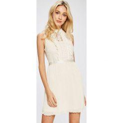 Answear - Sukienka. Szare sukienki damskie ANSWEAR, z elastanu, eleganckie. W wyprzedaży za 169.90 zł.