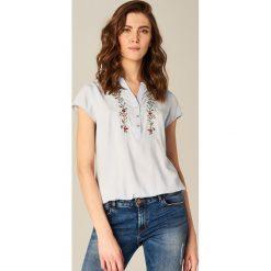 Koszula z kwiatowym motywem - Niebieski. Niebieskie koszule damskie Mohito. W wyprzedaży za 49.99 zł.