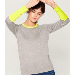 Sweter w bloki kolorów - Szary. Szare swetry damskie Mohito. Za 69.99 zł.