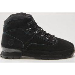Skórzane buty trekkingowe - Czarny. Czarne trekkingi damskie House. W wyprzedaży za 189.99 zł.