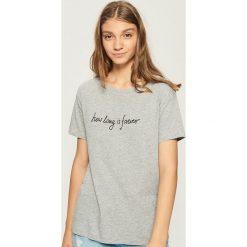 T-shirt z napisem - Jasny szar. T-shirty damskie marki DOMYOS. W wyprzedaży za 14.99 zł.