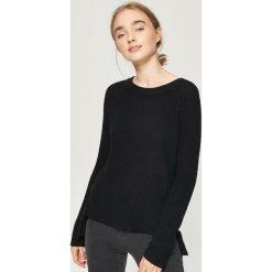 Sweter z wiązaniem - Czarny. Czarne swetry damskie Sinsay. Za 59.99 zł.