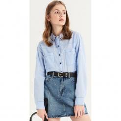 Koszula z kontrastowym obszyciem - Niebieski. Niebieskie koszule damskie Sinsay, z kontrastowym kołnierzykiem. Za 59.99 zł.