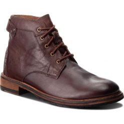 Kozaki CLARKS - Clarkdale Bud 261277757 Mahogany Leather. Brązowe kozaki męskie Clarks, z materiału, eleganckie. W wyprzedaży za 409.00 zł.