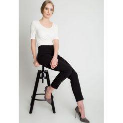 Czarne eleganckie spodnie w kant BIALCON. Czarne spodnie materiałowe damskie BIALCON. W wyprzedaży za 166.00 zł.
