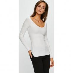 Guess Jeans - Bluzka. Szare bluzki damskie Guess Jeans, z aplikacjami, z dzianiny. Za 369.90 zł.