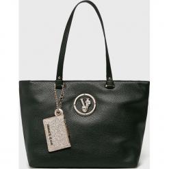 Versace Jeans - Torebka. Czarne torby na ramię damskie Versace Jeans. W wyprzedaży za 499.90 zł.