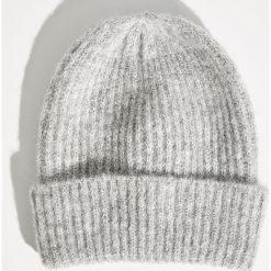 Czapka typu beanie - Jasny szar. Szare czapki i kapelusze damskie Sinsay. Za 19.99 zł.