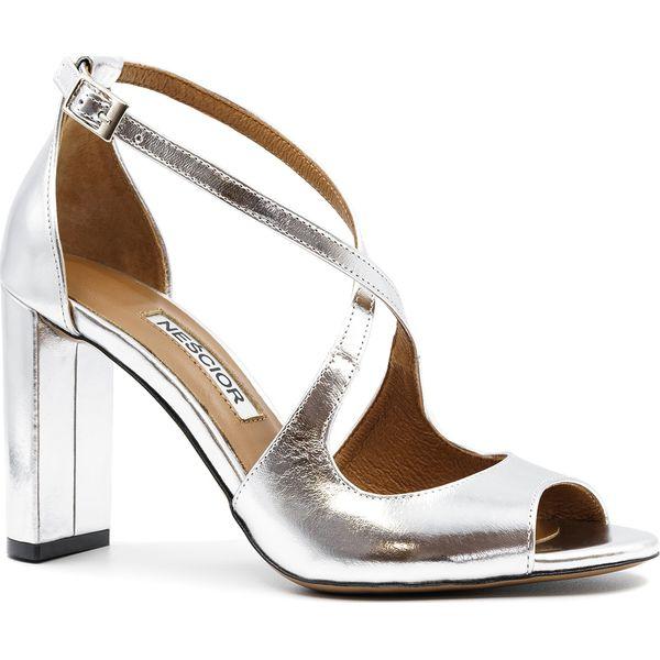 Srebrne skórzane sandały na słupku 33A