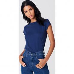 NA-KD Basic T-shirt z surowym wykończeniem - Blue,Navy. Niebieskie t-shirty damskie NA-KD Basic, z bawełny, z okrągłym kołnierzem. Za 52.95 zł.