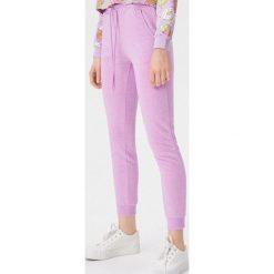 58e2e295f Spodnie dresowe damskie ze sklepu Sinsay - Kolekcja lato 2019 ...