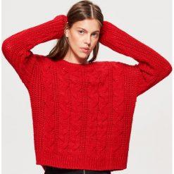 Sweter z warkoczowym splotem - Czerwony. Czerwone swetry damskie Cropp, ze splotem. Za 79.99 zł.