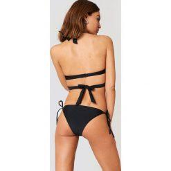 NA-KD Swimwear Dół bikini Triangle - Black. Czarne bikini damskie NA-KD Swimwear, w paski. Za 32.00 zł.