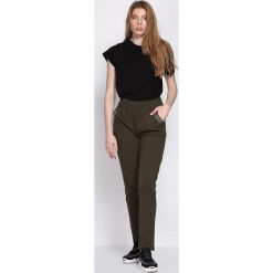 Ciemnozielone Spodnie Dresowe Workers. Zielone spodnie dresowe damskie Born2be, z dresówki. Za 44.99 zł.