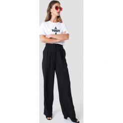 NA-KD Trend Szerokie spodnie - Black. Czarne spodnie materiałowe damskie NA-KD Trend, z haftami, z poliesteru. Za 121.95 zł.