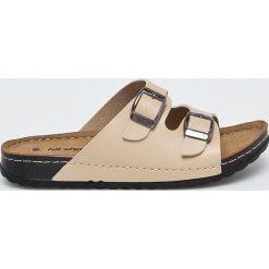 Answear - Klapki Hit Shoes. Szare klapki damskie ANSWEAR, z materiału. W wyprzedaży za 59.90 zł.