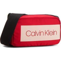 Torebka CALVIN KLEIN - Block Out Small Cros K60K604278 627. Czerwone listonoszki damskie Calvin Klein, z materiału. W wyprzedaży za 229.00 zł.