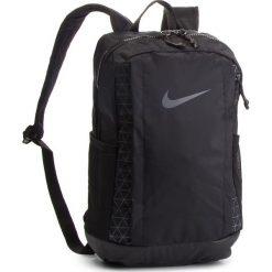 Plecak NIKE - BA5557 010. Czarne plecaki damskie Nike, z materiału, sportowe. Za 139.00 zł.
