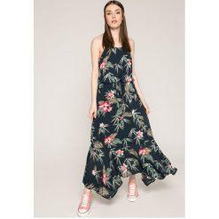 Roxy - Sukienka. Szare sukienki damskie Roxy, z bawełny, casualowe, z okrągłym kołnierzem, na ramiączkach. W wyprzedaży za 249.90 zł.