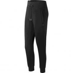 New Balance WP81548BK. Czarne spodnie dresowe damskie New Balance, z dresówki. W wyprzedaży za 129.99 zł.